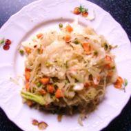 Salát z kvašeného zelí a zeleniny recept
