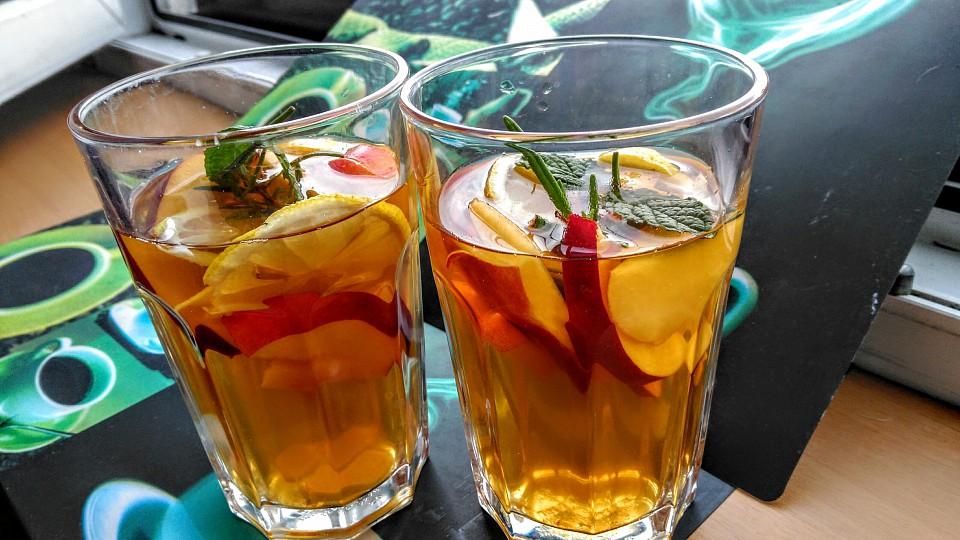 Chlazený černý čaj na horké dny s ovocem, mátou a citronem recept ...