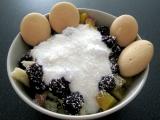 Ovoce s jogurtem v kokosu recept