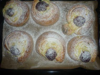 Kynuté koláče s pudinkem a švestkami
