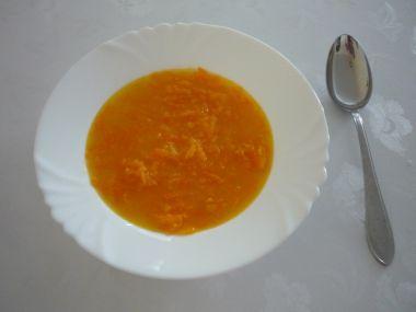 Mrkvová polévka s krupicí