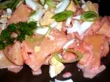 Růžové těstoviny se sekaným vejcem recept