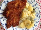 Studený bramborový salát s cibulí a kyselými okurkami recept ...