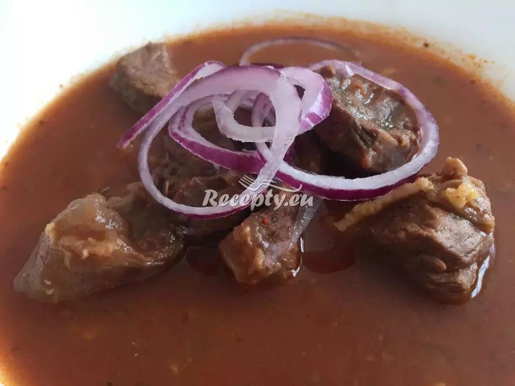 Tradiční hovězí guláš recept  slavnostní pokrmy