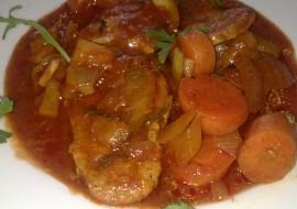 Jemné dušené vepřové a králičí maso na zelenině podle italského ...