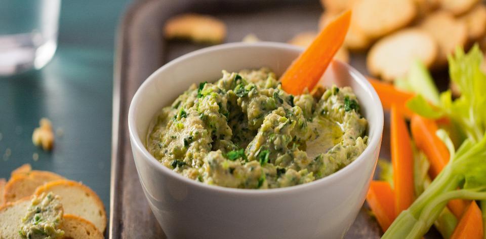 Hummus s kapustou a pečeným česnekem