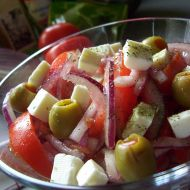 Rajčatový salát se sýrem recept