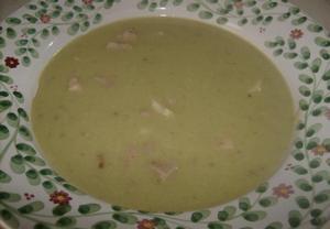 Hrachová polévka s klobásou