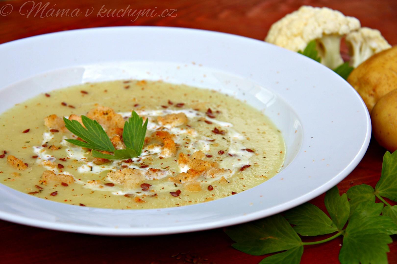 Květákovo-bramborová krémová polévka recept