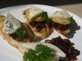 Hrušky na karamelizované cibuli s nivou recept