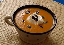 Mrkvovo-cizrnová polévka s kari a čerstvým zázvorem recept ...