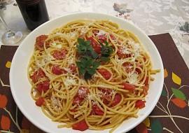 Testoviny s italskou slaninouPancetta , rajcaty a Pecorino Romano ...