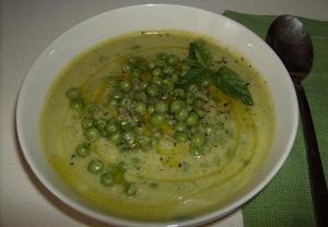 Cuketová polévka s hráškem a mátou