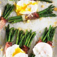 Chřest se šunkou a pošírovaným vejcem recept