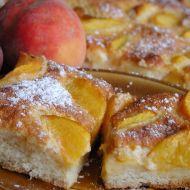 Kynutý broskvový koláč se smetanou recept