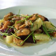 Slávky s červenou řepou a bramborovými gnocchi recept
