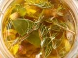 Konfitovaný česnek s vůní rozmarýnu recept