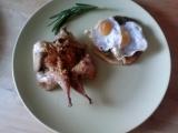 Pečená křepelka a toustík s pestem a křepelčím vejcem recept ...