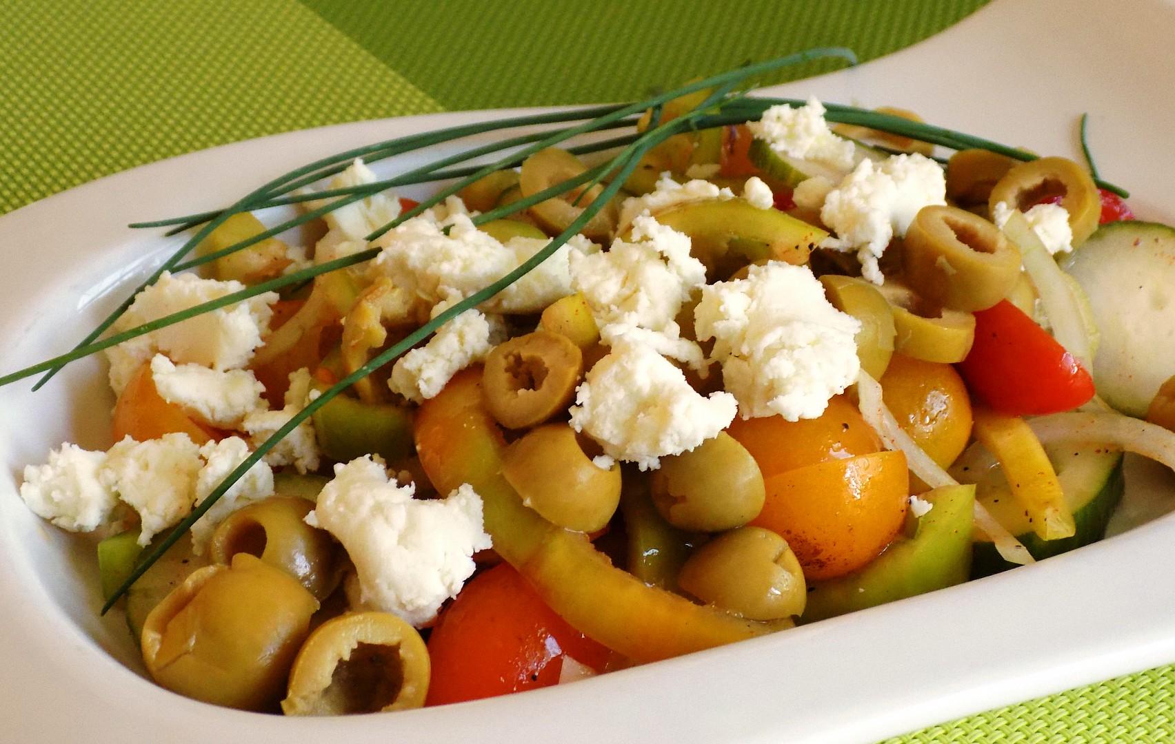 Zeleninový salát s bryndzou recept