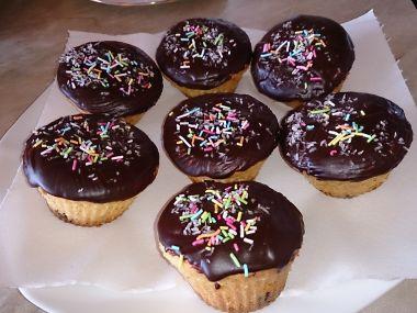 Muffiny s čokoládou a čokoládovou polevou