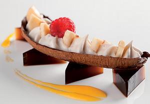 Banánová espuma v čokoládové skořepině se třtinovým želé ...