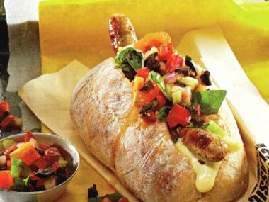 Hot dog s bílou klobáskou