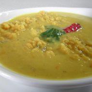 Pikantní polévka z červené čočky s kurkumou recept