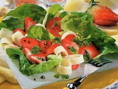Salát s jahodami, eidamem a zeleným pepřem
