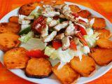 Zeleninový salát s kuřecím masem a sladkými bramborami (batáty ...