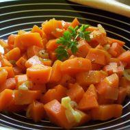 Dušená mrkev na česneku recept