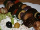 Zeleninový kebab se sýrovým dipem recept