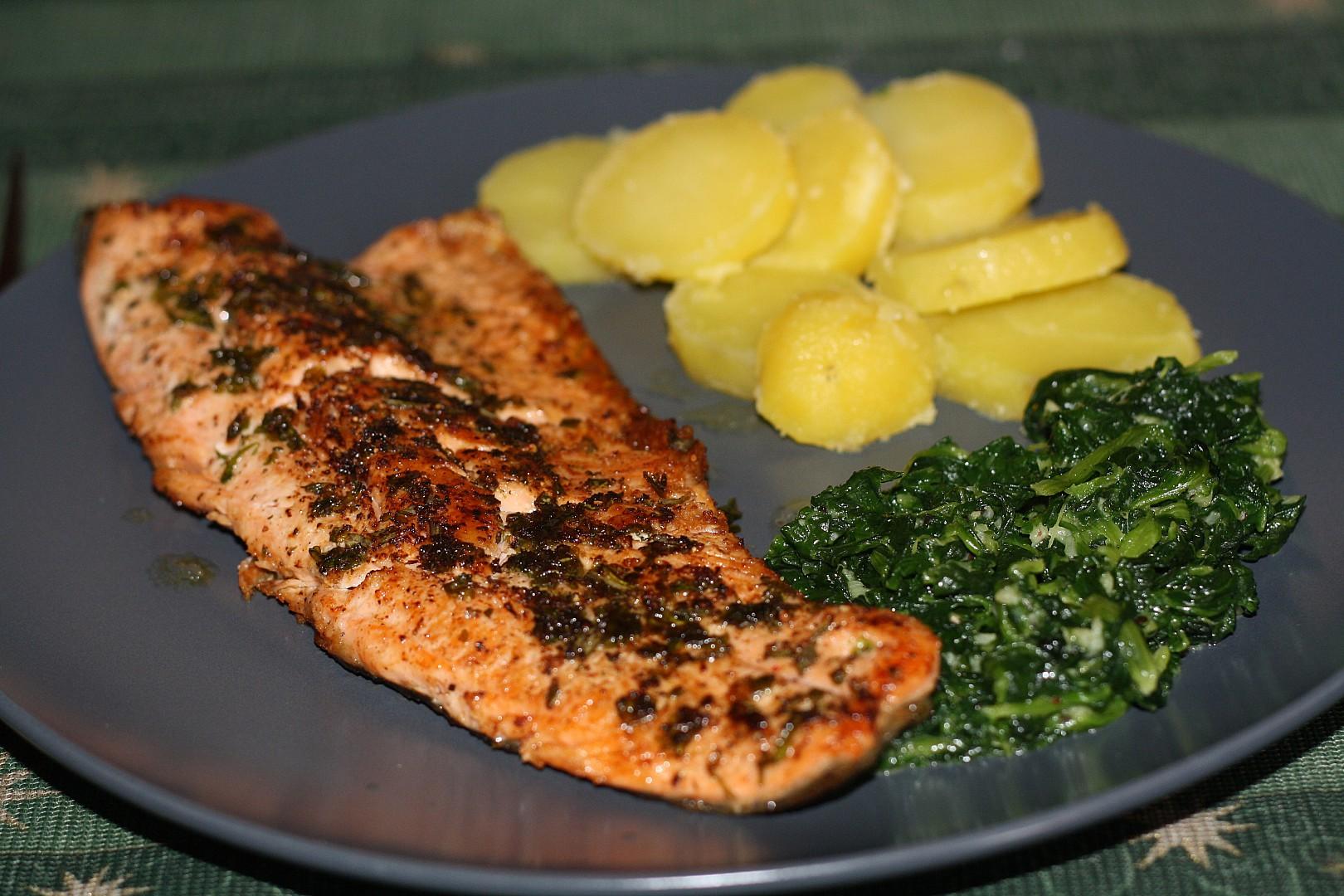 Pstruh lososovitý s lehkým špenátem recept