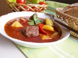 Maďarský guláš s bramborem recept