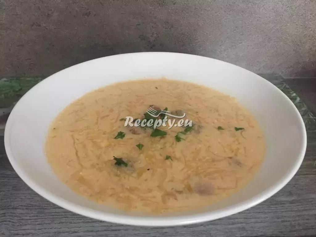 Zelná polévka s kozím sýrem recept  polévky