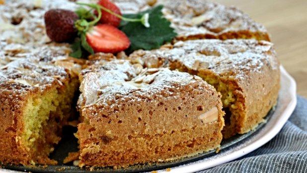 Jahodový koláč s olivovým olejem a mandlemi