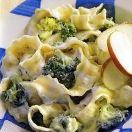 Těstoviny se smetanou a brokolicí recept