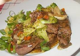 Šťavnatě upravené , vepřové maso s houbami a zeleninou recept ...