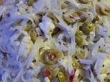 Olivový salát s rýžovými nudlemi recept