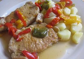 Vepřové plátky dušené s třemi paprikami recept