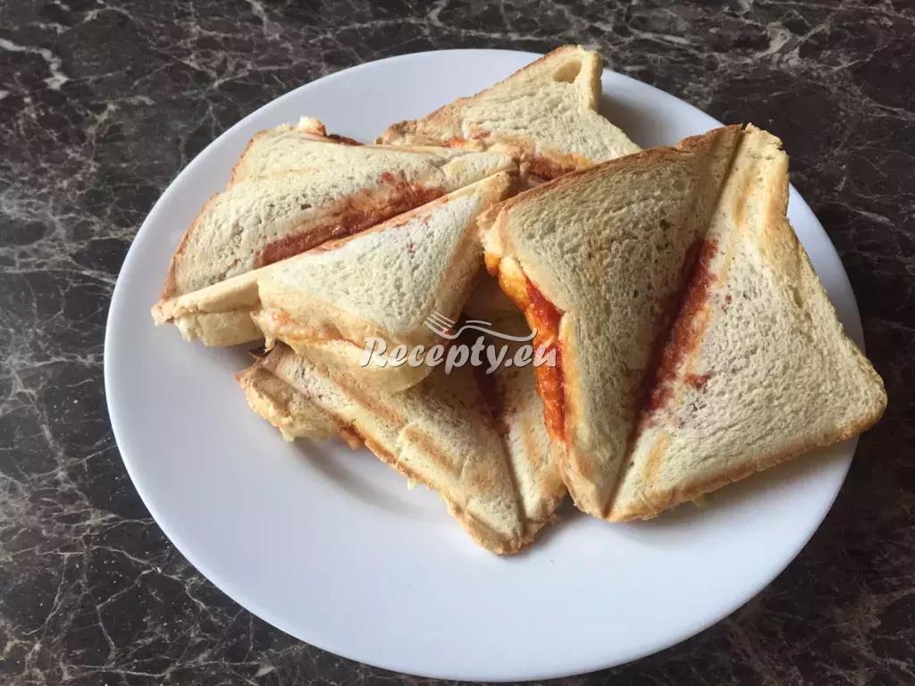 Toasty se šunkou a sýrem recept  topinky, toasty, sendviče ...
