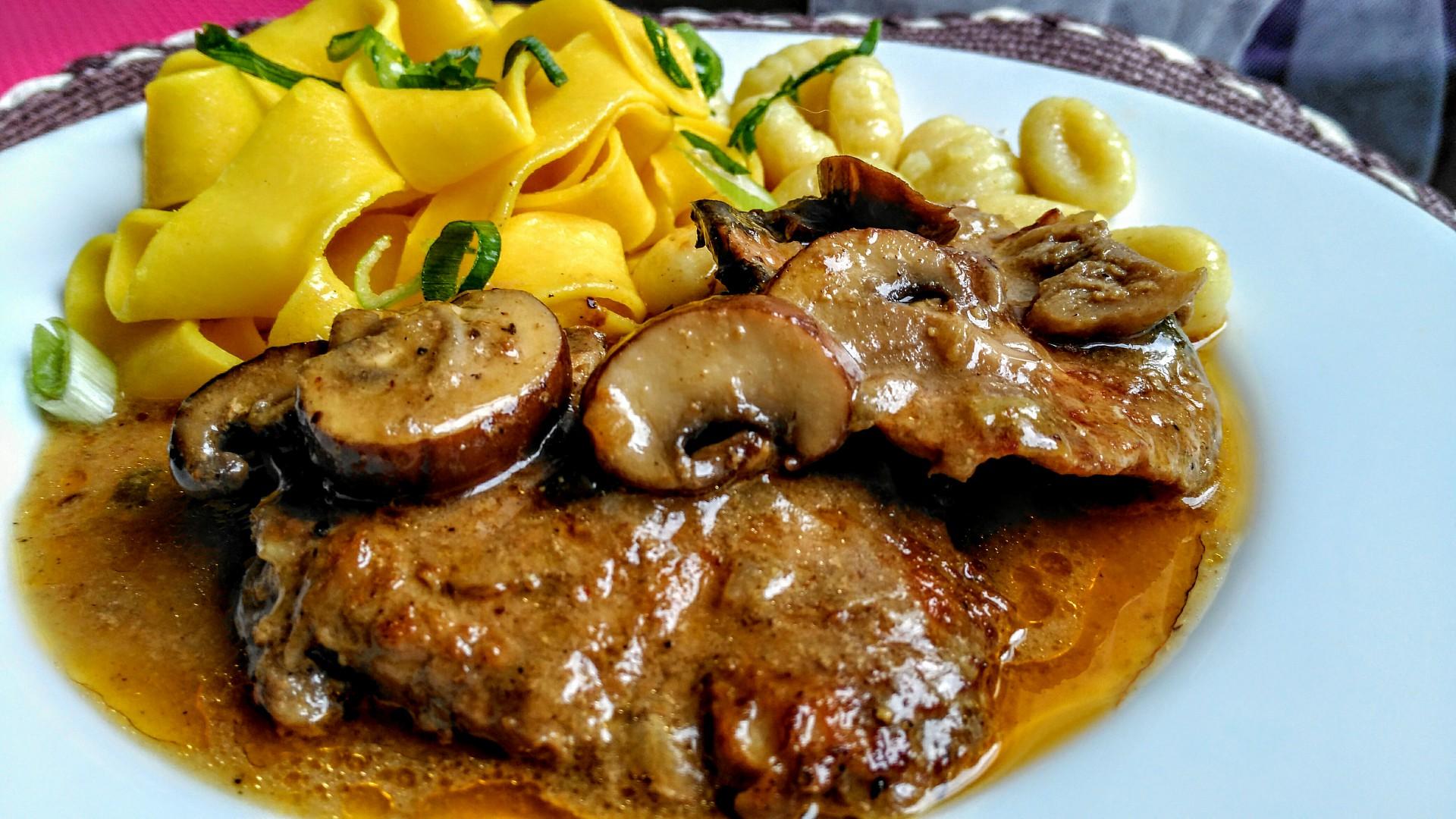Vepřová pečeně se směsí hub a majoránkou recept