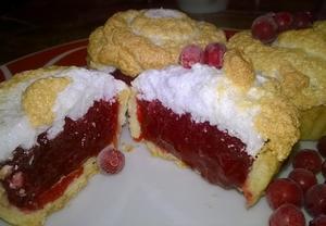 Brusinkové mini meringue koláčky