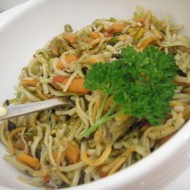 Barevné nudle s houbami a karotkou recept