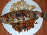 Pstruh plněný zeleninou a bramborové špalíčky recept  TopRecepty ...