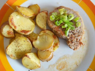 Pepr stejk s opečeným bramborem