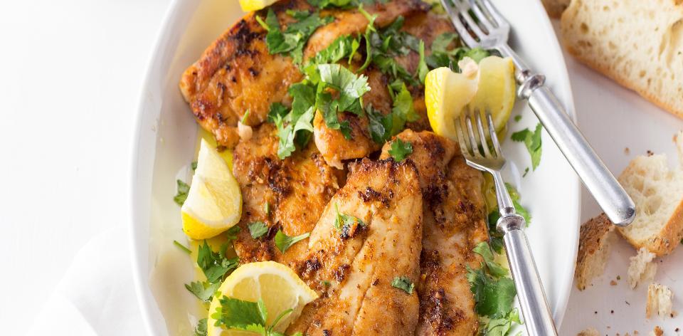 Pečená mořská ryba s pomerančovou marinádou