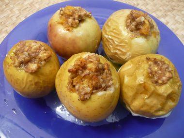 Jablka pečená, plněná vlašskými ořechy