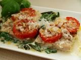 Rybí filé na špenátosýrovém lůžku s rajčatovou čepicí recept ...