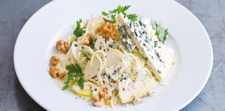 Celerový salát se sýrem