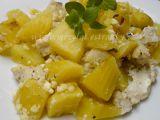 Kuřecí nudličky na bramborách s cottagem a čerstvou majoránkou z ...